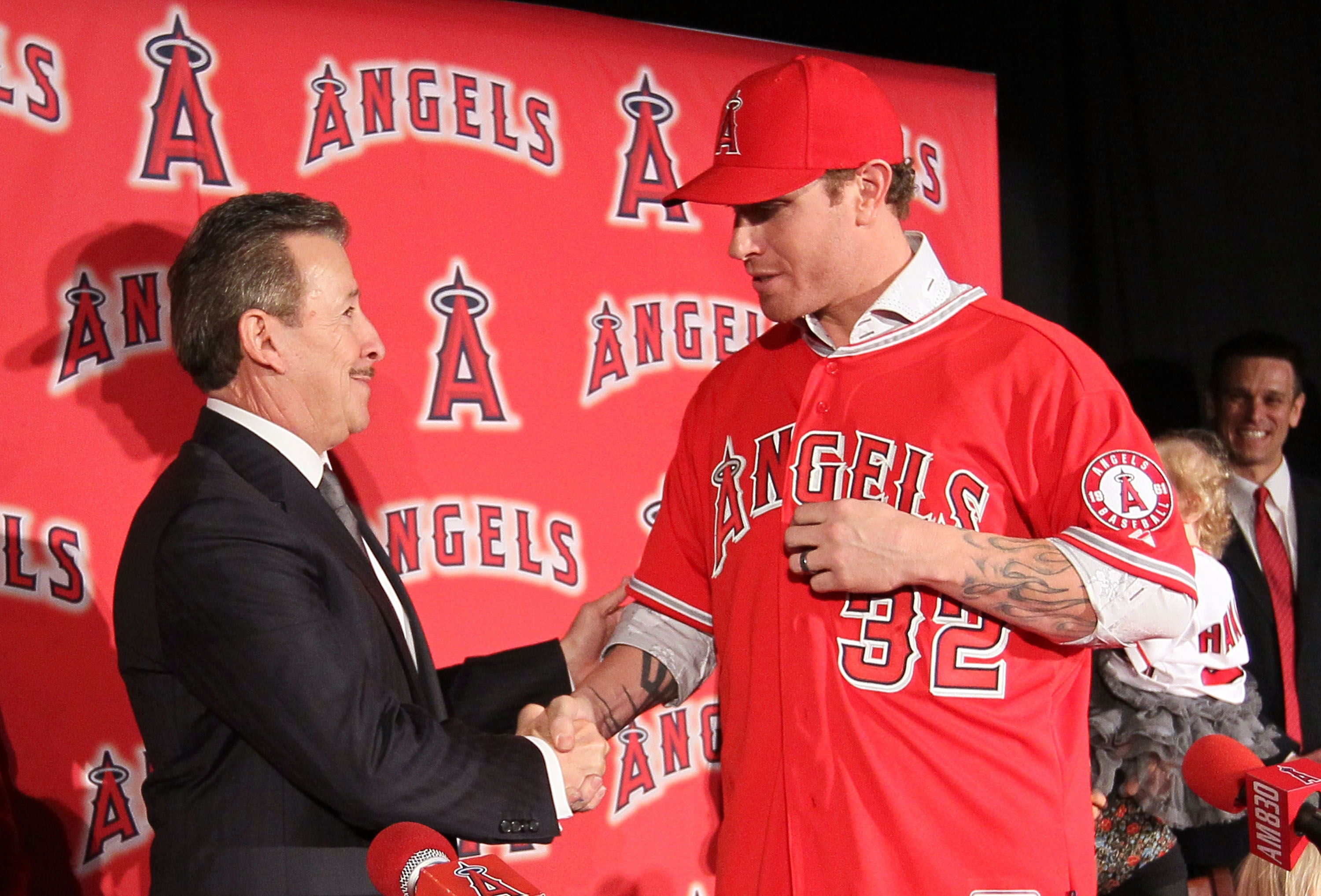 Angels owner Arte Moreno and Josh Hamilton shake hands in 2012. (Getty Images)