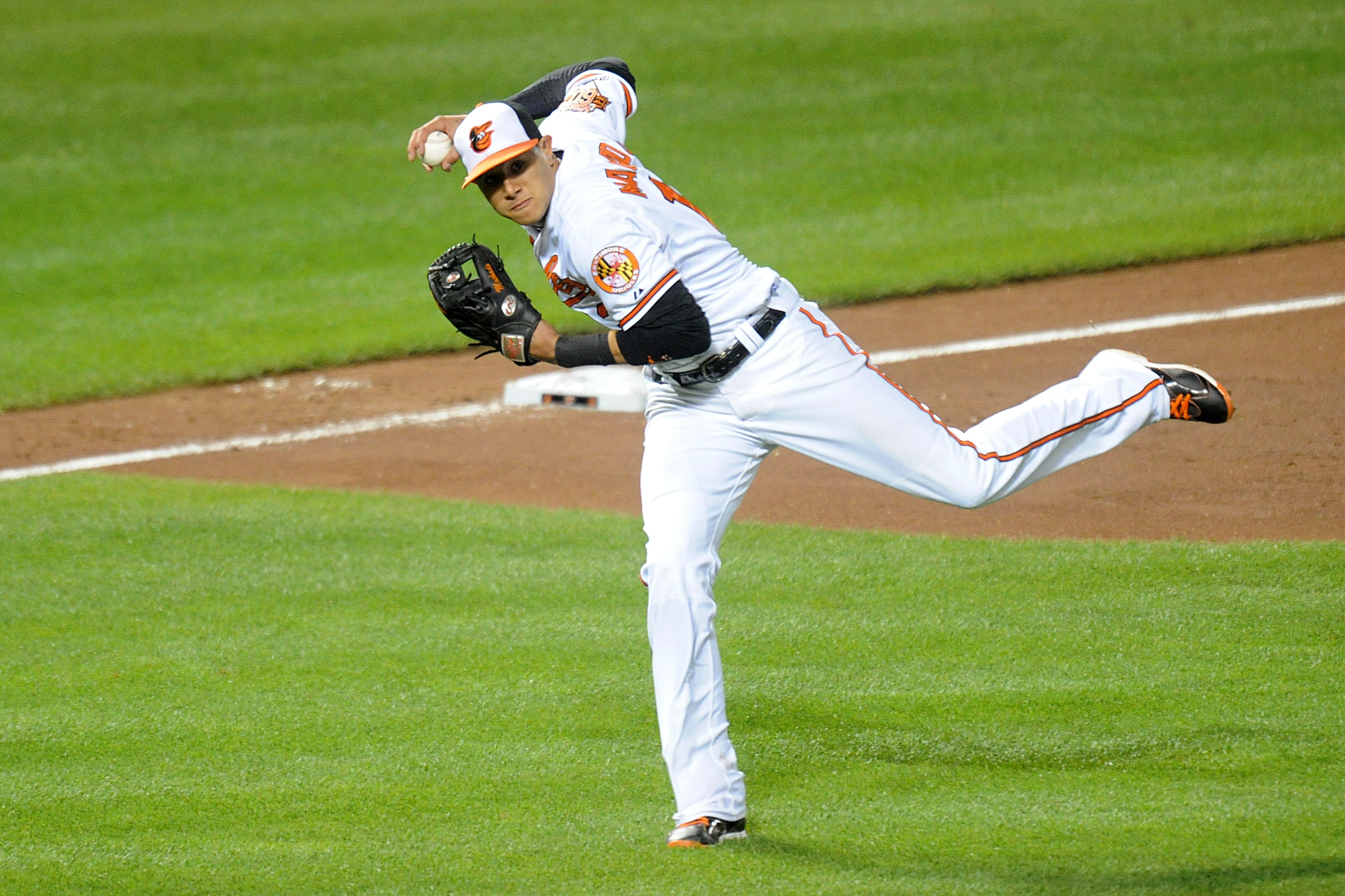 Manny Machado channels Brooks Robinson with amazing stop and th…