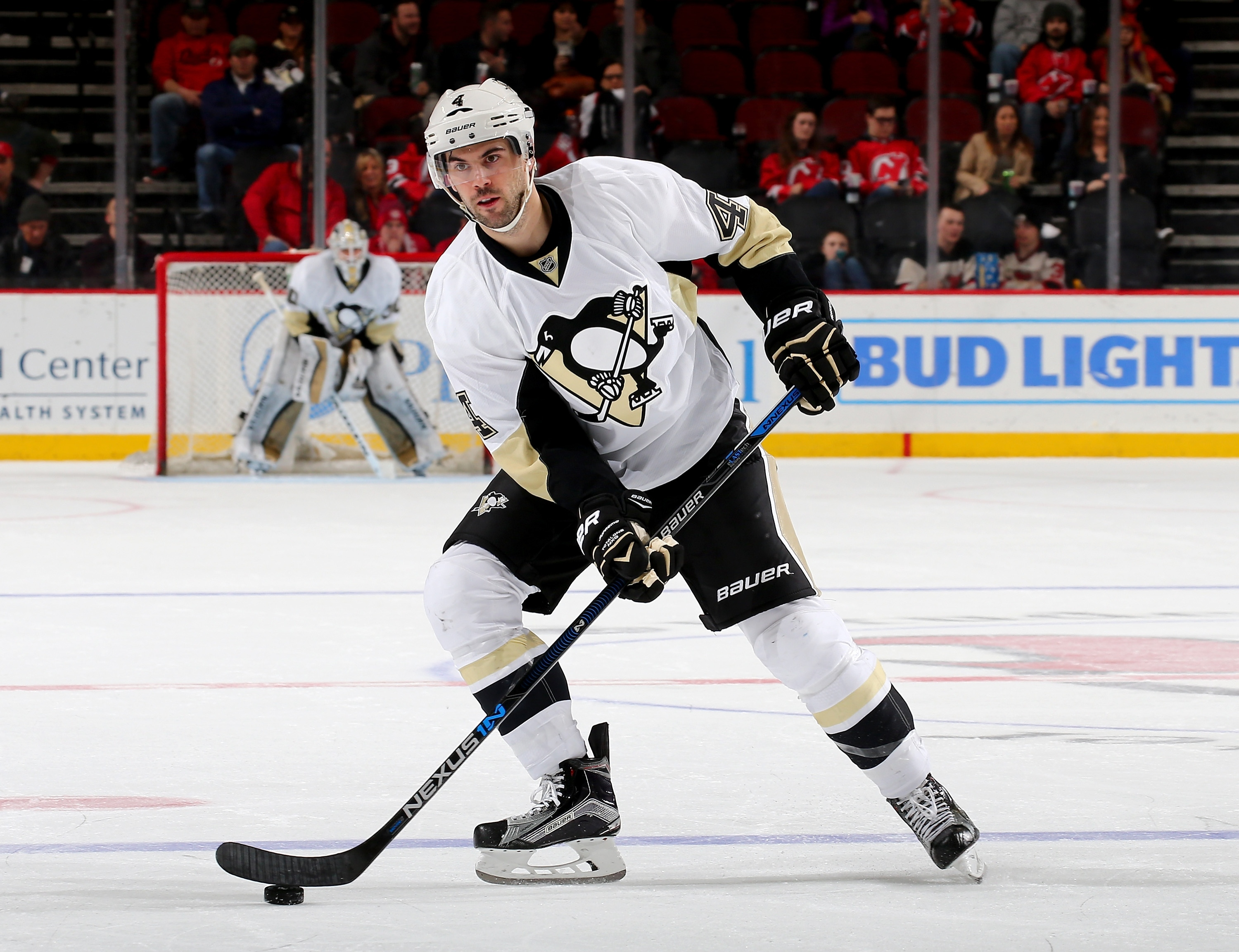 NEWARK, NJ - MARCH 06: Justin Schultz #4 of the Pittsburgh Penguins looks to pass in the third period against the New Jersey Devils on March 6, 2016 at Prudential Center in Newark, New Jersey.The Pittsburgh Penguins defeated the New Jersey Devils 6-1. (Photo by Elsa/Getty Images)