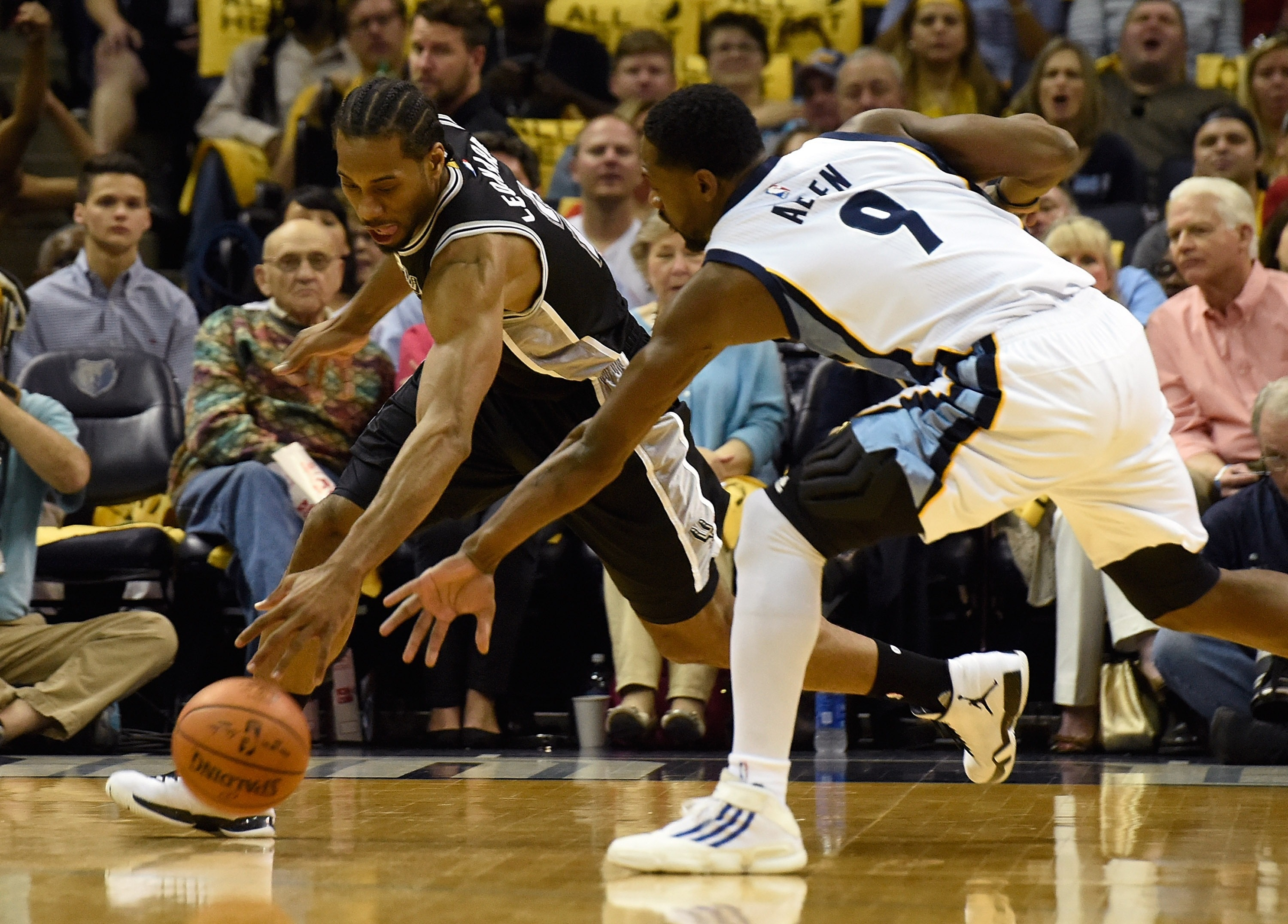 Grizzlies put up early fight, can't overcome sweeping Spur…