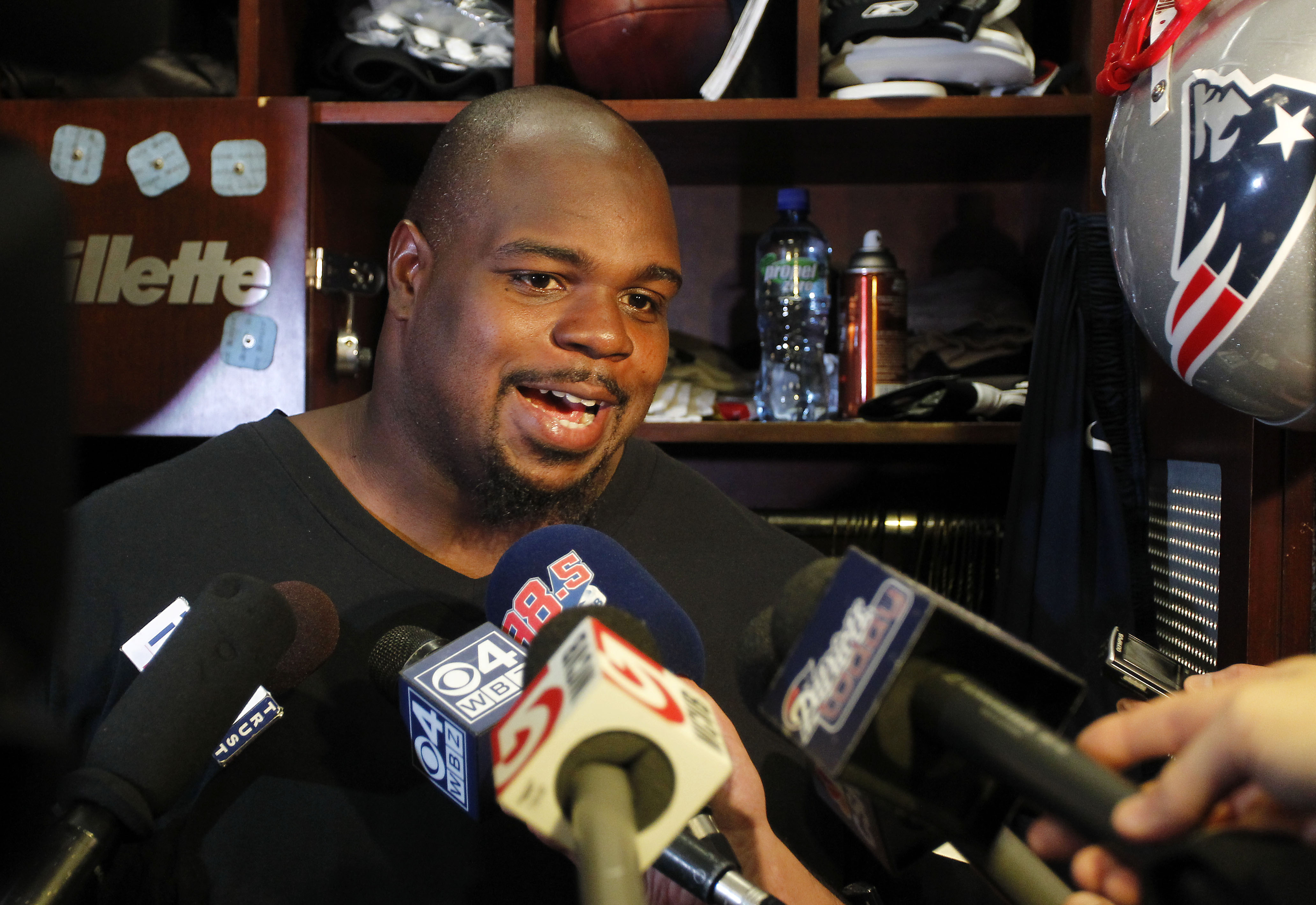 Patriots owner Robert Kraft says he hopes Vince Wilfork will st…