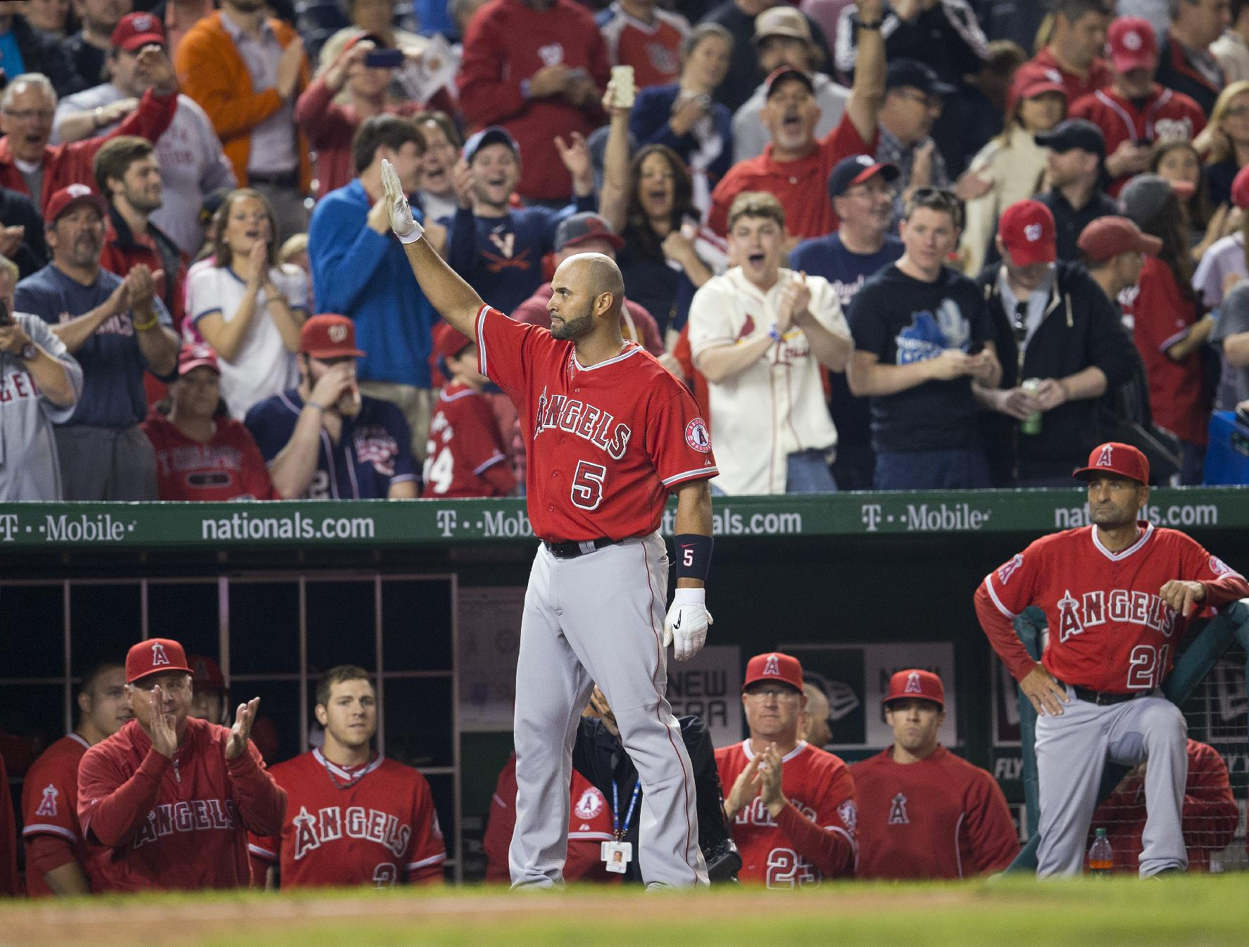 Albert Pujols hits home run No. 500