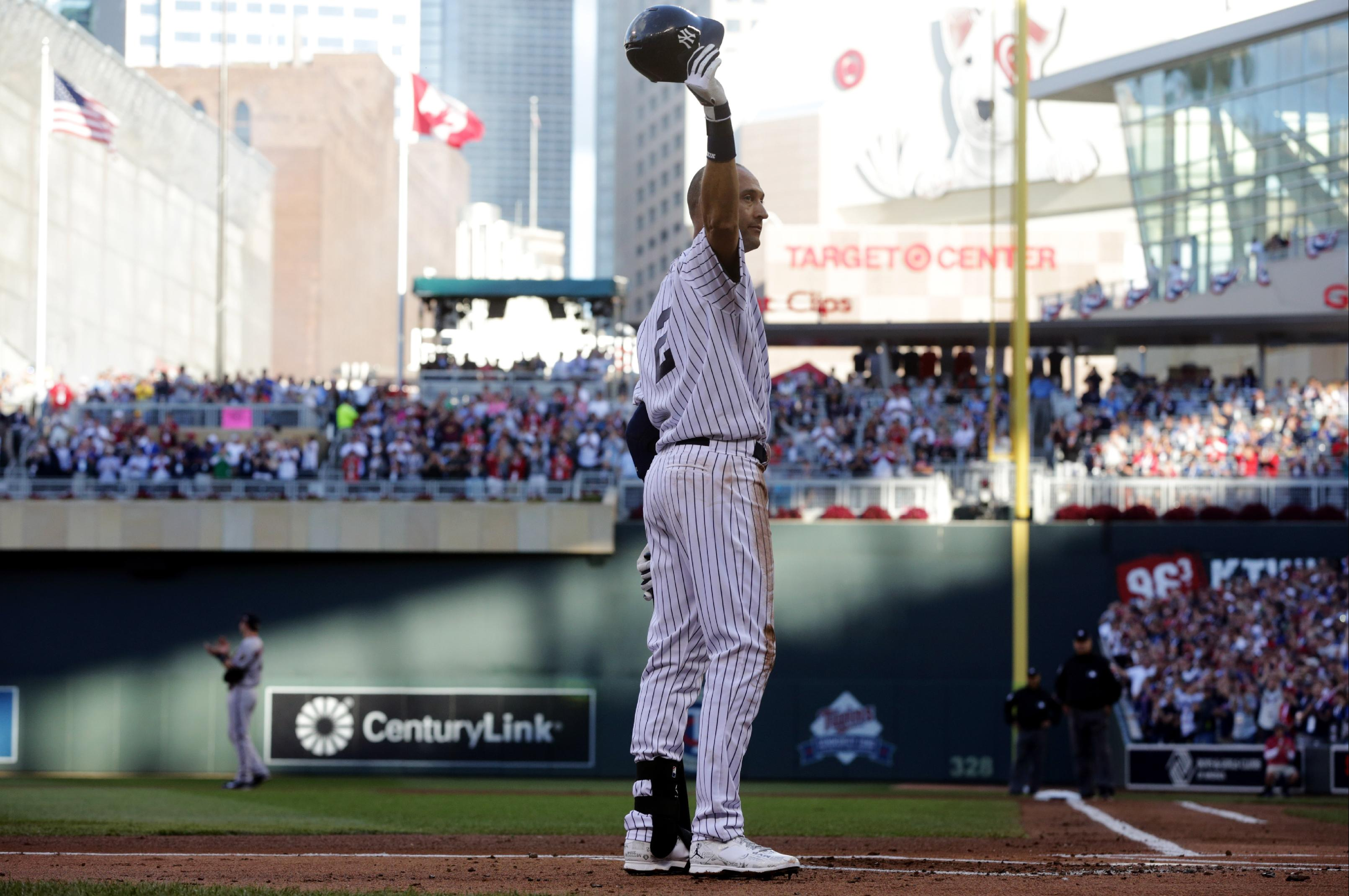 Adam Wainwright lets Derek Jeter have his moment