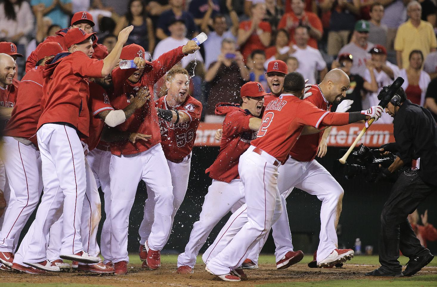 Albert Pujols ends epic 19-inning game with walk-off home run