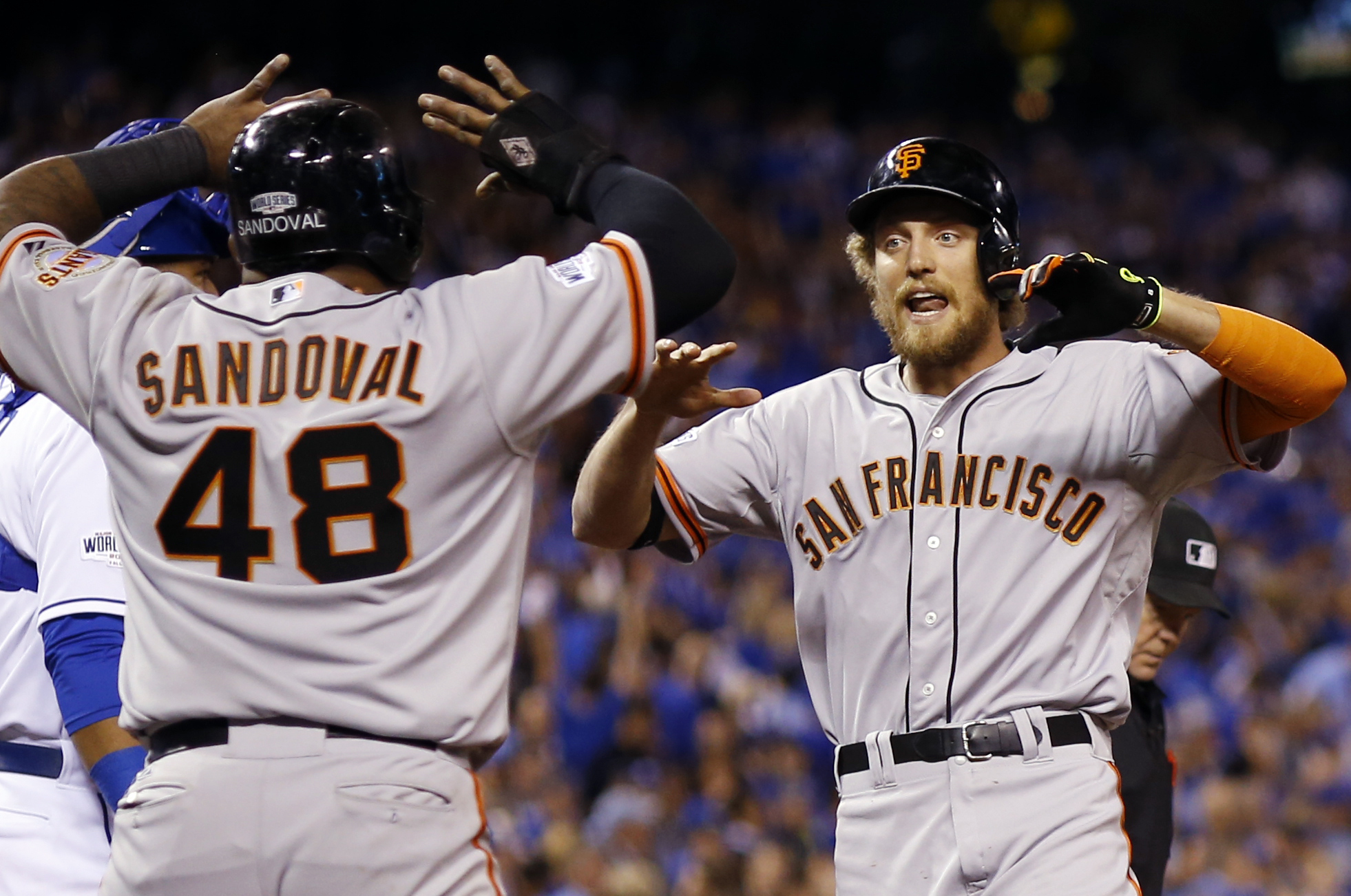 Pablo Sandoval and Hunter Pence led the Giants' offense in a 7-1 Game 1 win. (AP)