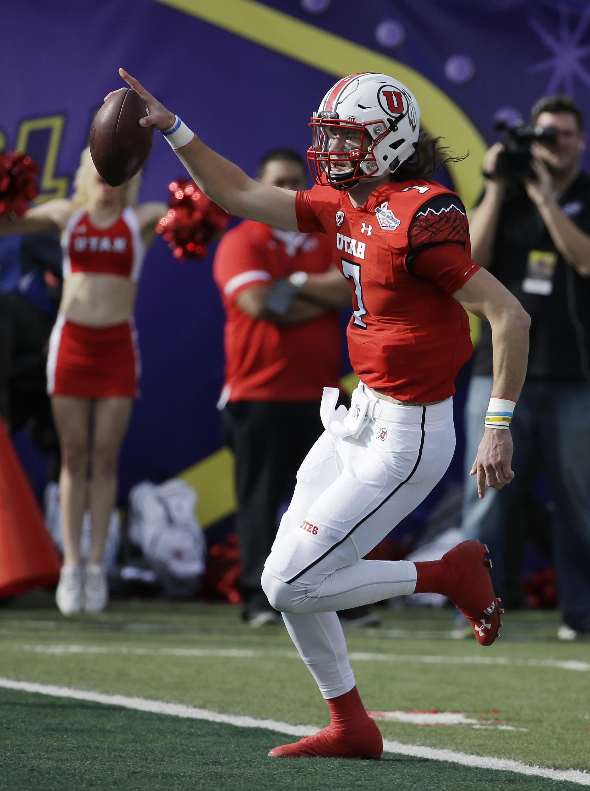 Utah quarterback Travis Wilson (7) runs for a touchdown against Colorado State during the first half of the Las Vegas Bowl NCAA college football game Saturday, Dec. 20, 2014, in Las Vegas. (AP Photo/John Locher)