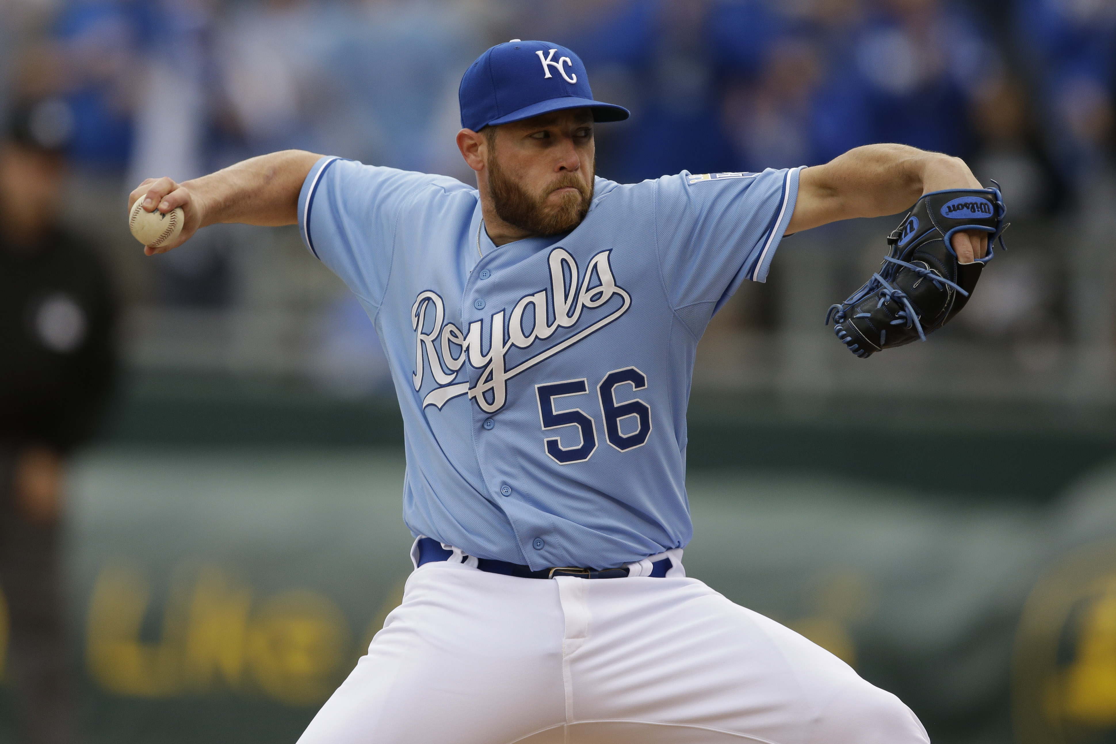 Royals closer Greg Holland headed to DL with pectoral strain