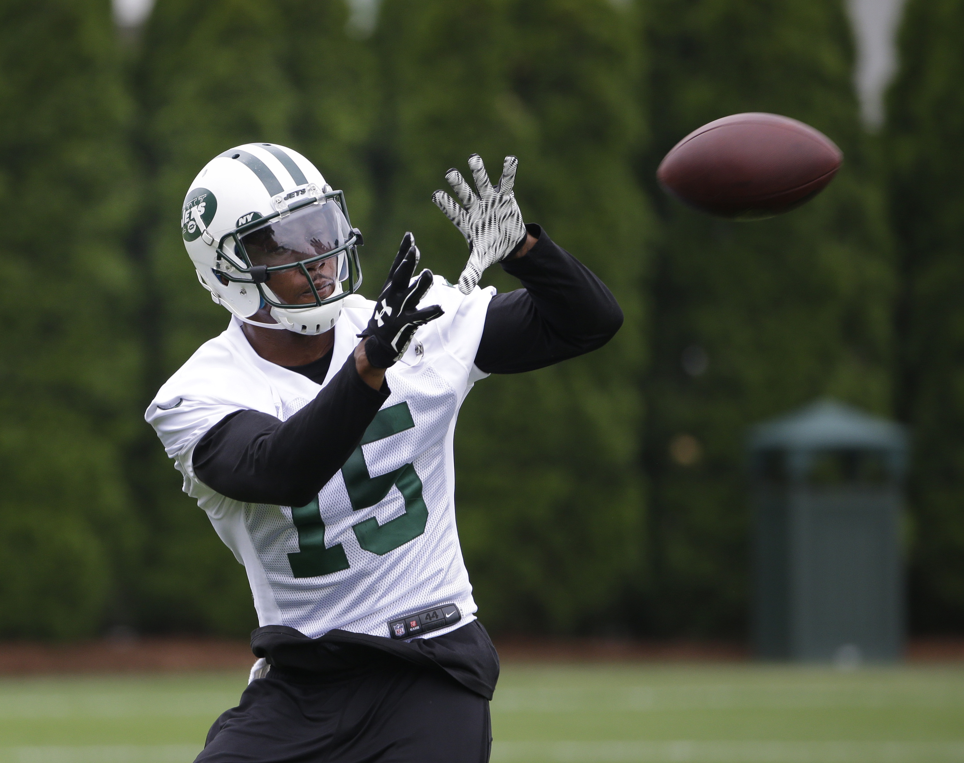 New York Jets' Brandon Marshall catches a pass during an NFL football organized team activity in Florham Park, N.J., Wednesday, May 27, 2015. (AP Photo/Seth Wenig)