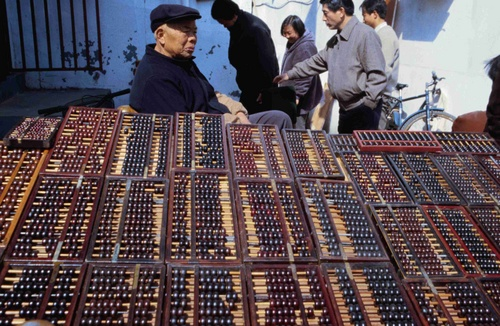 The world's first computer, the Chinese abacus, still enjoys great popularity even in this electronic age