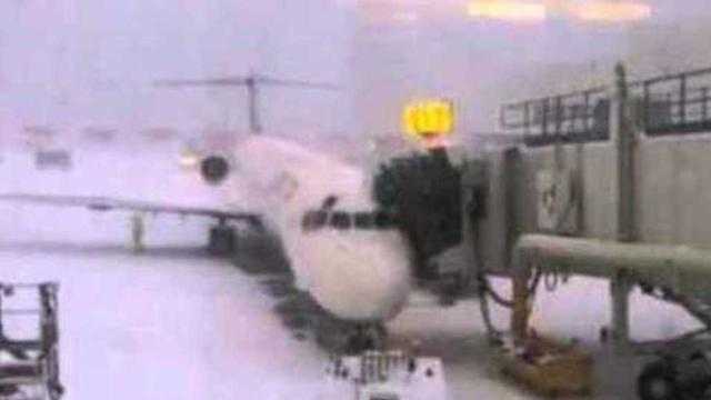 Heavy Snows at La Guardia Airport in New York