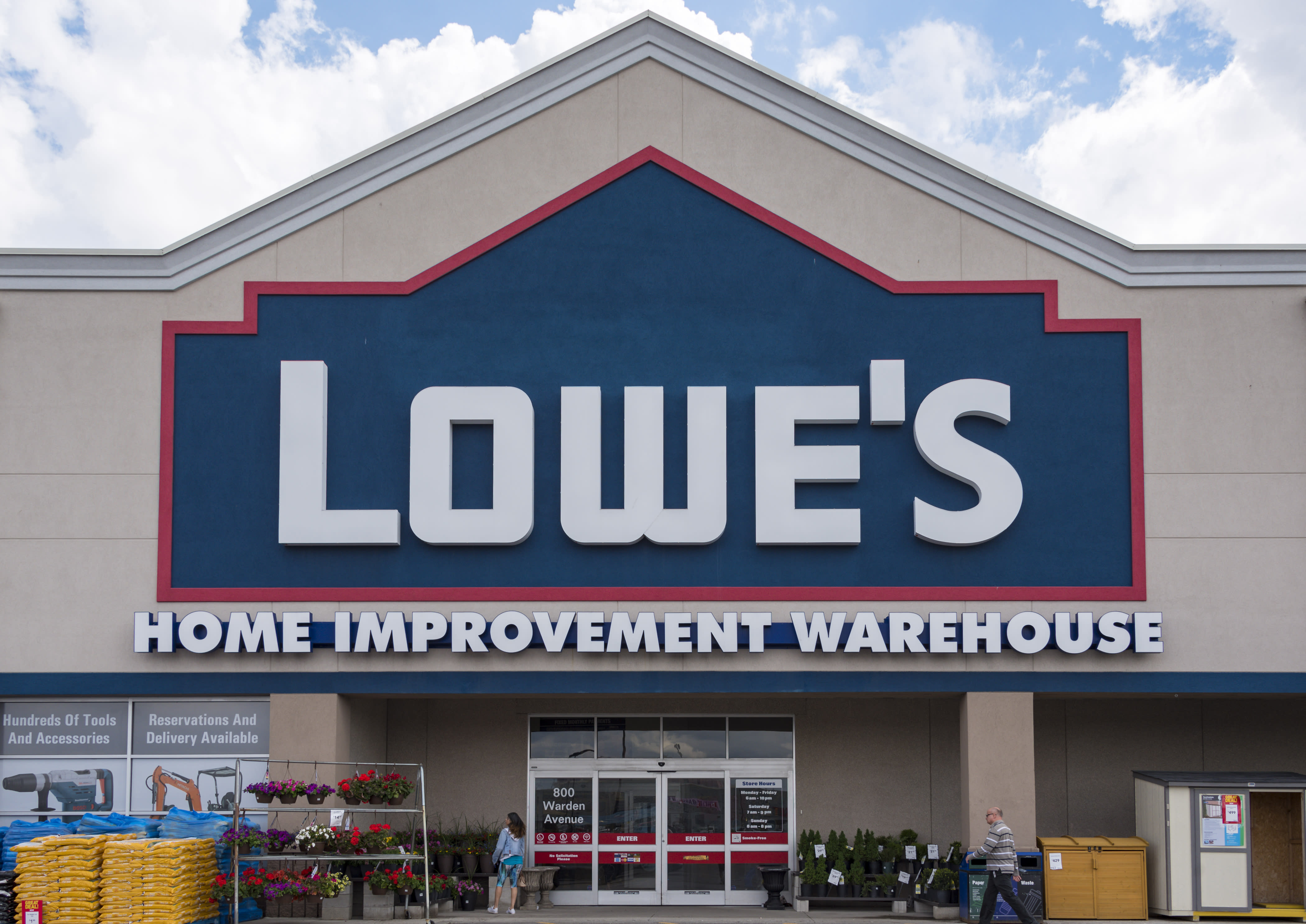 Earnings Lowes Stock Jumps Despite Lowering Guidance And Closing
