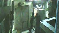 Caught on cam: Robbery attempt in bank