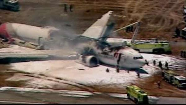 Commercial airplane crashes at San Francisco airport