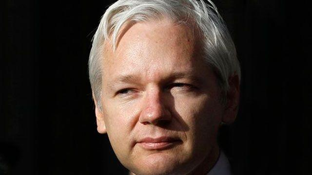 UK court backs extradition of Julian Assange