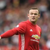 Mourinho offers hope to dropped Rooney