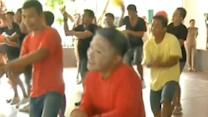 "Raw: Thai Inmates dance to ""Gangnam Style"""