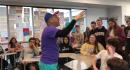 Este profesor de EEUU ha logrado que sus estudiantes aprecien el español y la cultura cubana con un método muy peculiar