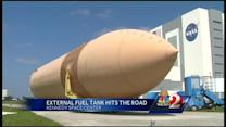 Shuttle external fuel tank leaving KSC