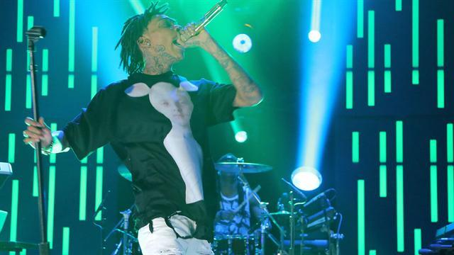Wiz Khalifa Performs 'We Dem Boyz'