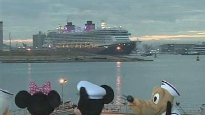 Mickey Welcomes Disney Dream Into Port