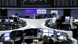 Oil gains, energy shares buoy global stocks; yen slides