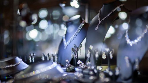 Struggling Jewelry Retailer Registers Insider Buying, Plus Insider Selling at 3 Other Companies