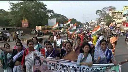 Mahila Congress workers stage protest