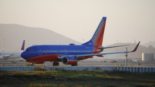 "Is Southwest's ""Bags Fly Free"" Policy Hurting on-Time Departures?"