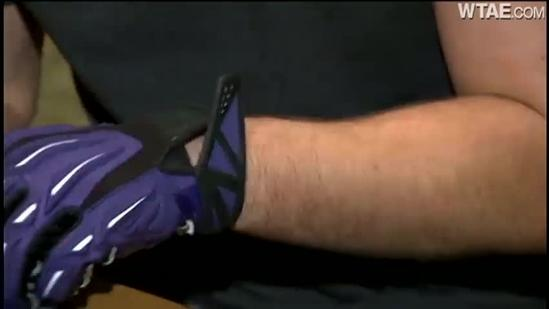 Steelers fan trades Terrible Towel for Ravens gloves