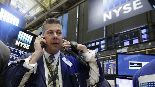 Stocks Struggle For Direction As Oil Sinks, Biotechs Soar