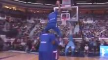 A Former NBA Player Won The Turkish Dunk Contest By Jumping Over Five People And Throwing Down