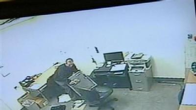 Caught On Camera: Thief Steals Safe From Goodwill