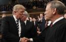 Trump y el presidente del Supremo se enzarzan en una disputa sobre la independencia judicial