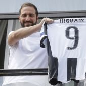 Higuain betrayed Napoli by joining Juve: club owner