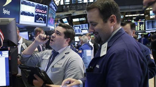 Stocks Extend Gains; Facebook Up On Positive Analyst Chatter
