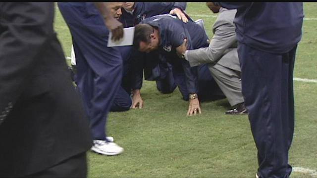 Coach Kubiak to remain hospitalized another day