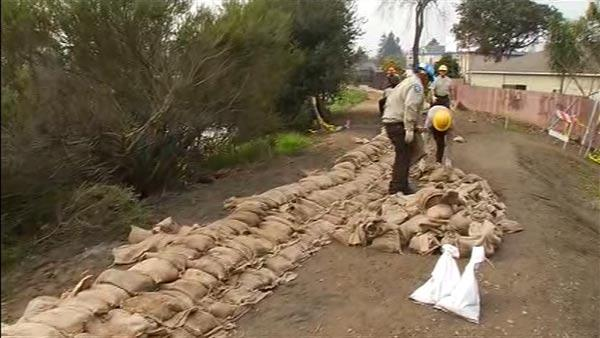 Crews shoring up levee in East Palo Alto