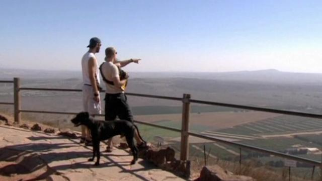 Nevermind the threats; tourists flock to Golan Heights